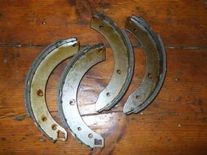 REAR BRAKE SHOES SET (Triumph Dolomite Sprint 2.0) (1971- 80)