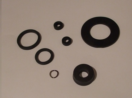 BRAKE MASTER CYLINDER REPAIR SEALS KIT (Ford Granada Mk1 2.3, 2.5, & 3.0) (1972-77)