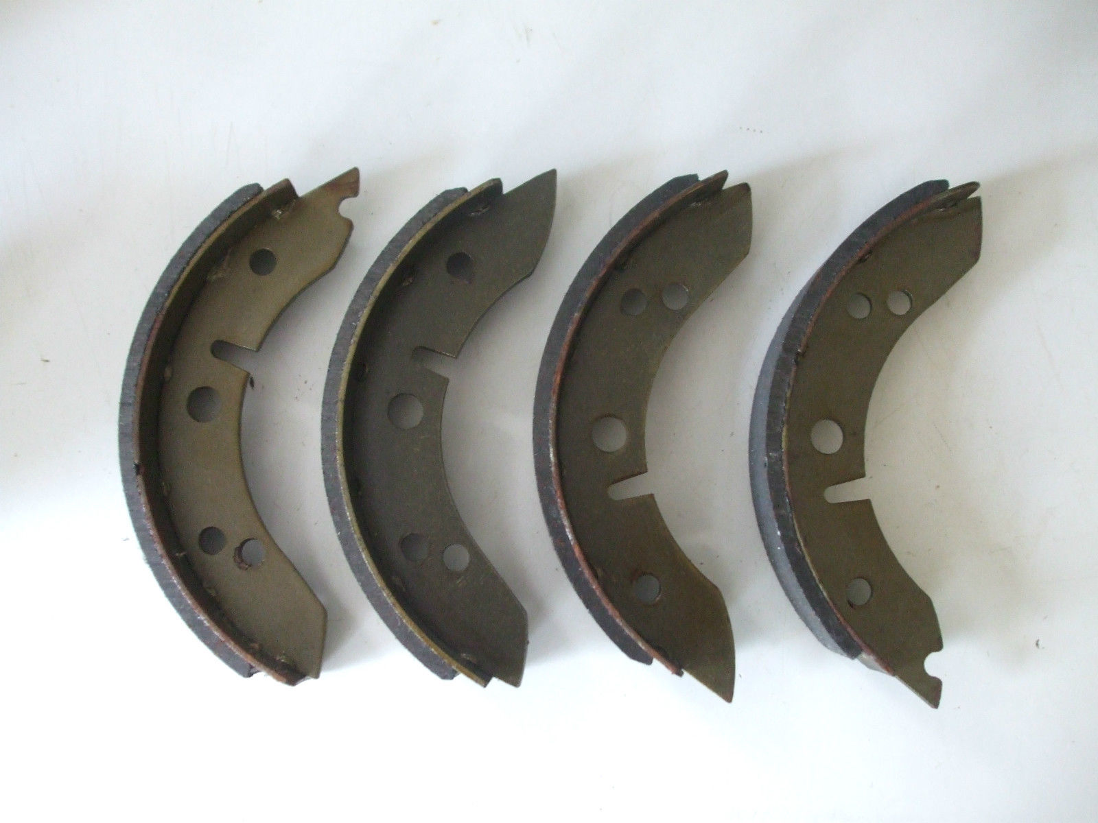REAR BRAKE SHOES SET (Morris Minor Traveller) (1948- 71)