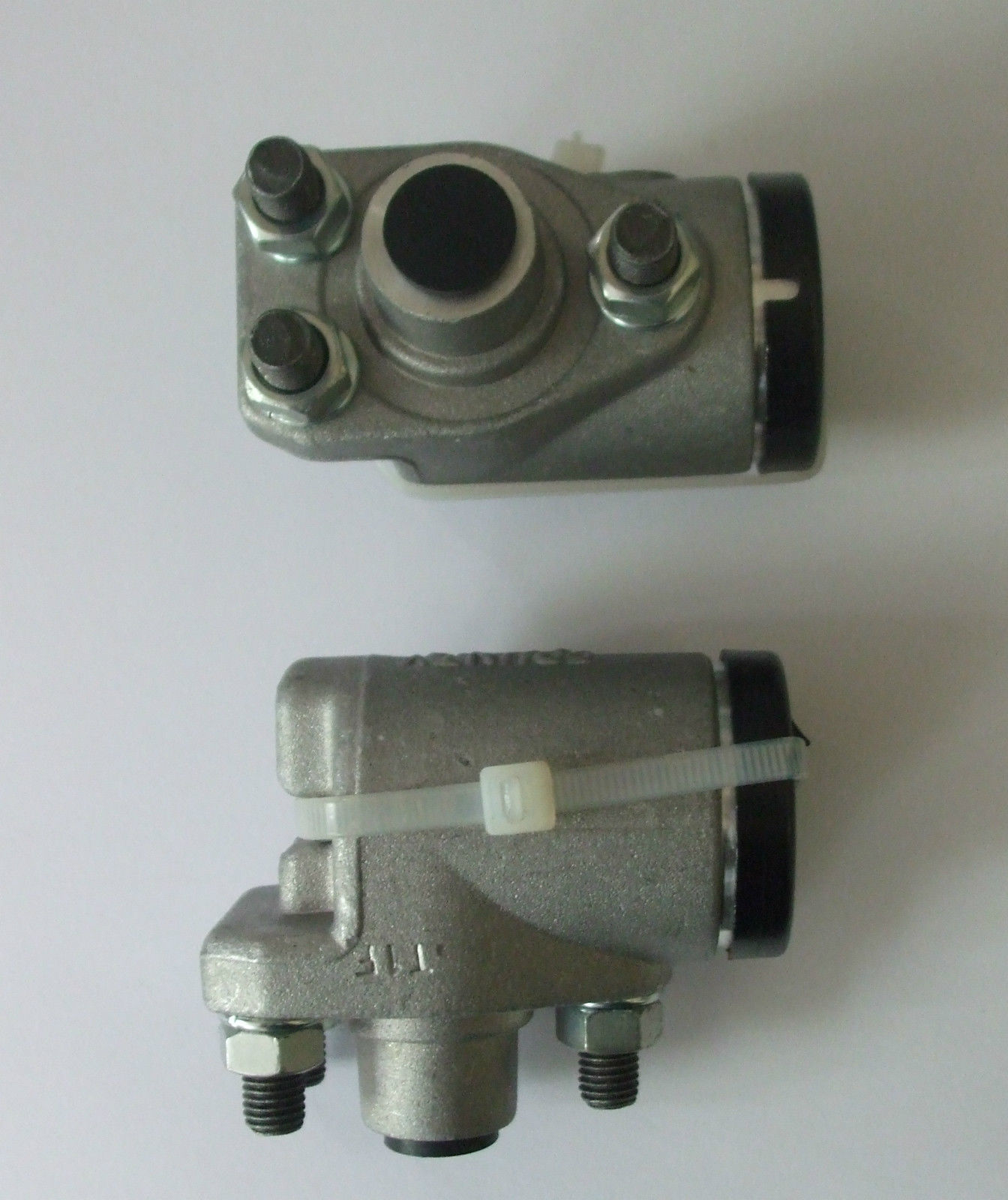 FRONT BRAKE WHEEL CYLINDERS x2 (Wolseley 6/90) (Ser. 1 & 2) (1954- 58 Only)