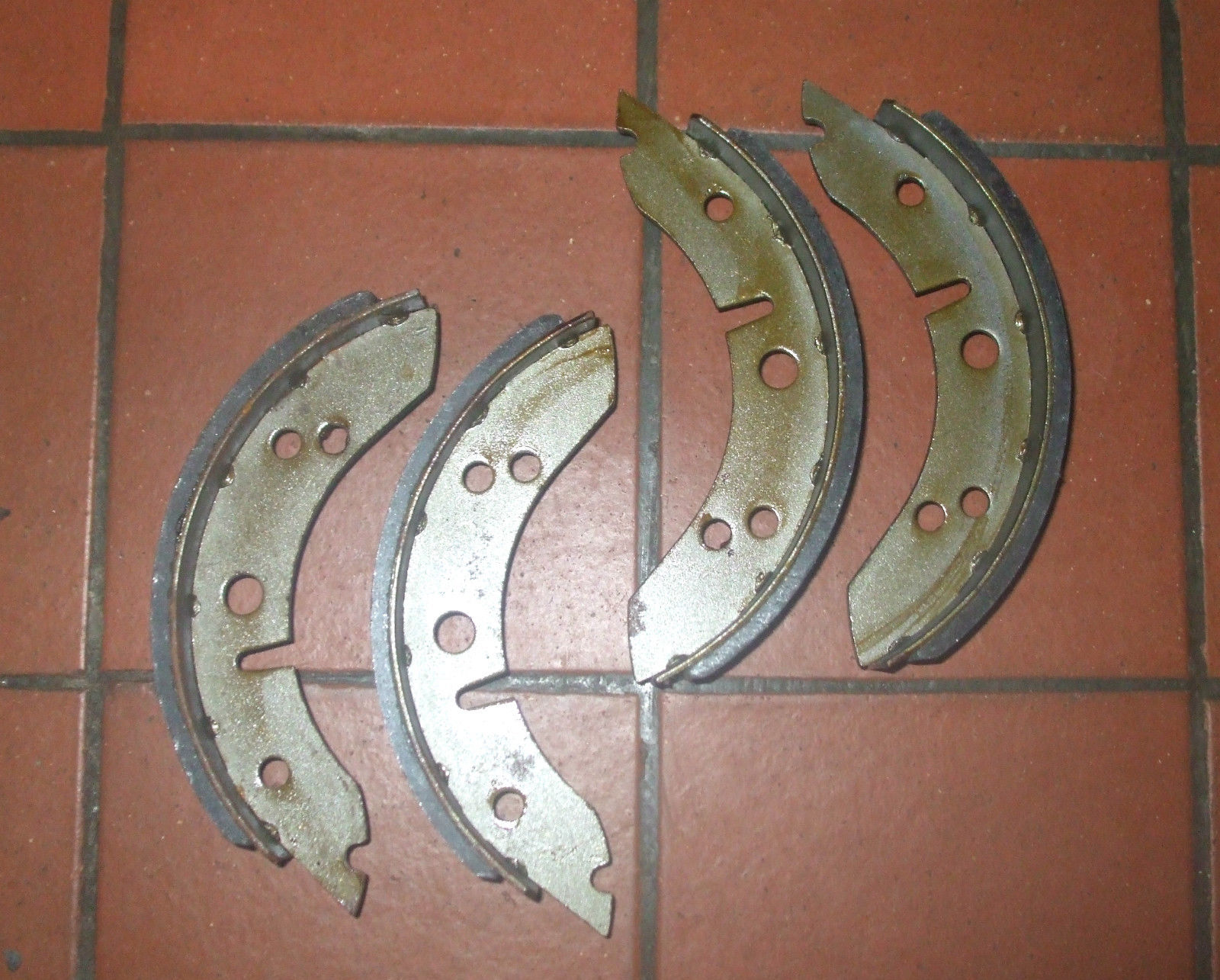 FRONT BRAKE SHOES SET (MG Midget) (1961- 64)