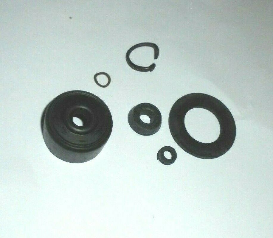 CLUTCH MASTER CYLINDER SEALS REPAIR KIT (Triumph TR5 & TR250) (1967- 69)