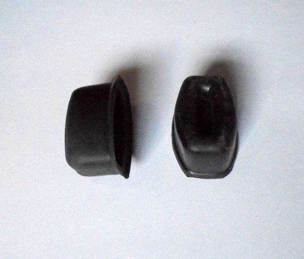 REAR BRAKE WHEEL CYLINDER GAITERS x2 (Hillman Hunter) (** Check Ch. No/ **) (1967- 70)