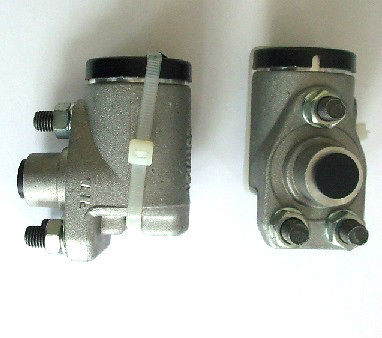 FRONT BRAKE WHEEL CYLINDERS x2 (Jaguar XK120 Mk1) (** Manaul Adjusting Brakes **)